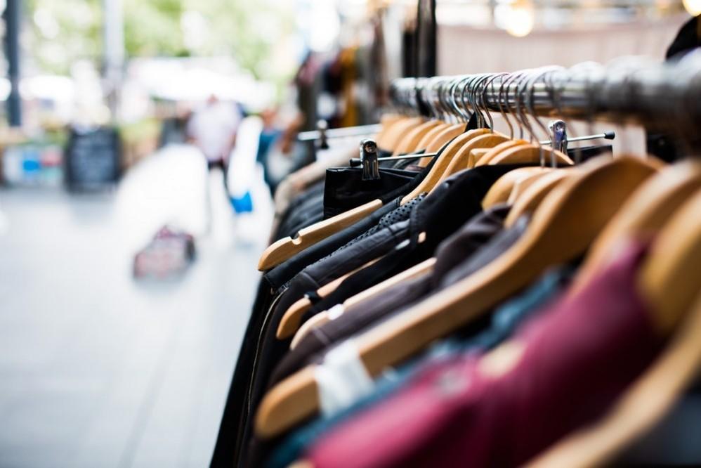 Retail Showrooming Online